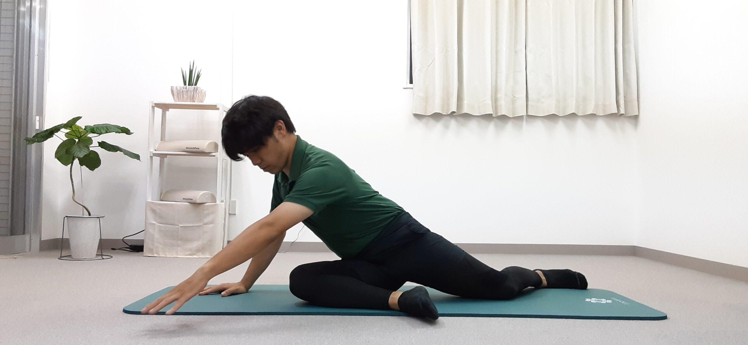 お尻と腰を伸ばすストレッチ